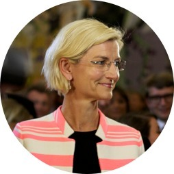 avatar for Ulla Tørnæs