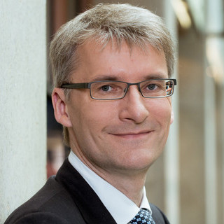 avatar for Elmar Theveßen